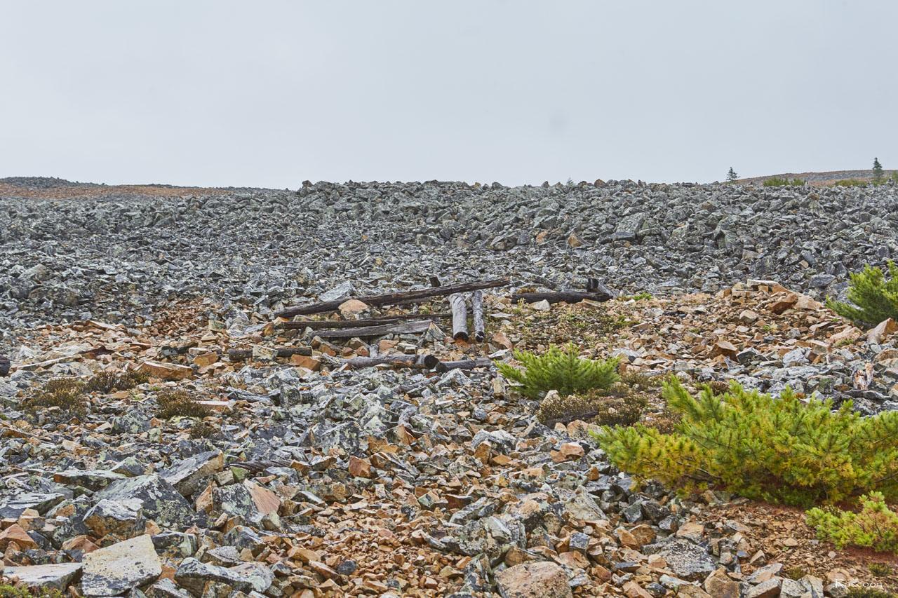 От строения осталось только несколько брёвен. Рудник «Сталинградец».