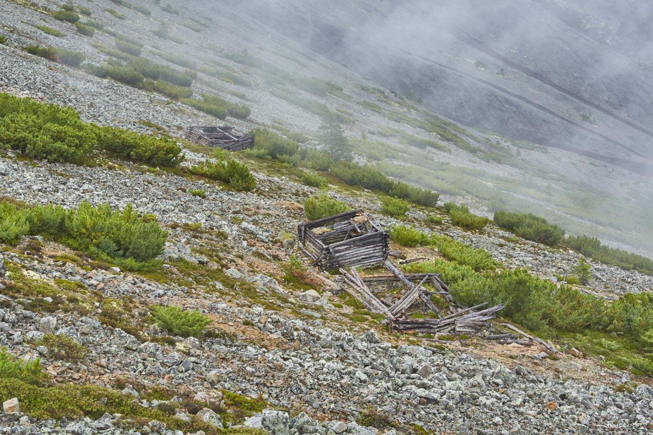 Развалины строений в конце дороги к руднику«Сталинградец».