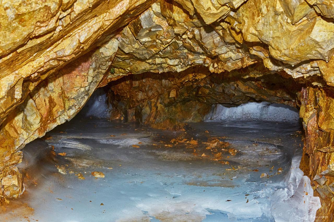 Внутри штольни рудника«Сталинградец».