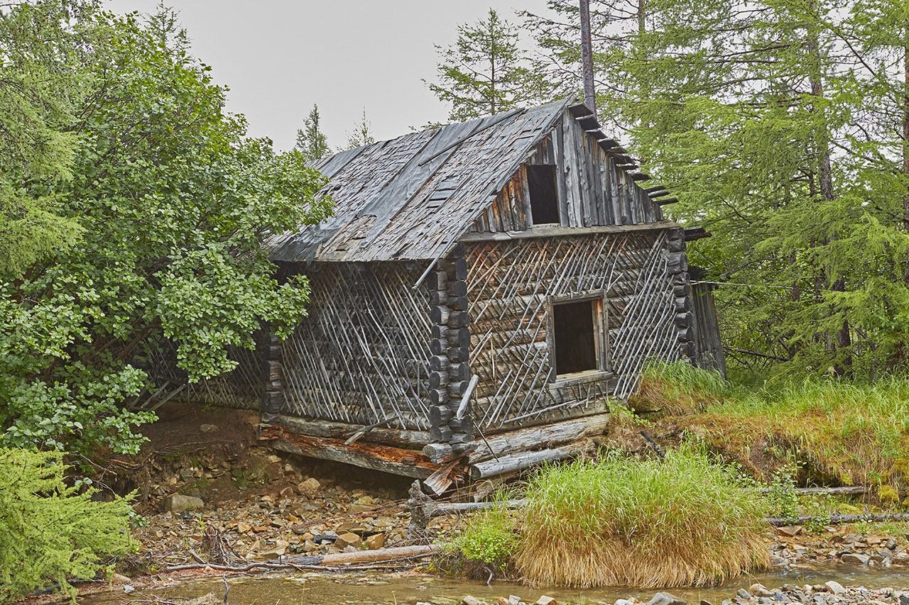 Дом на берегу реки Урчан.
