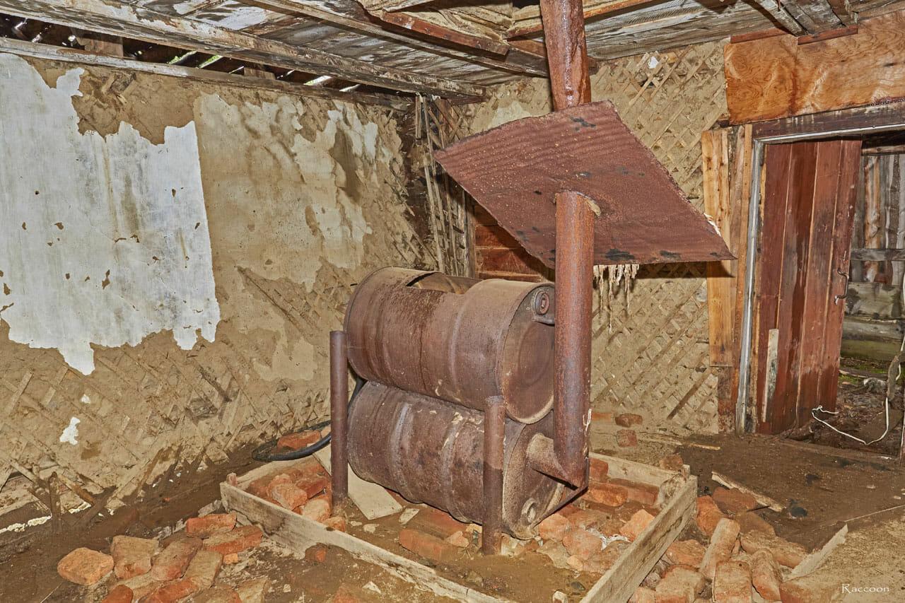 Печка в одном из домов. Рудник Урчан.
