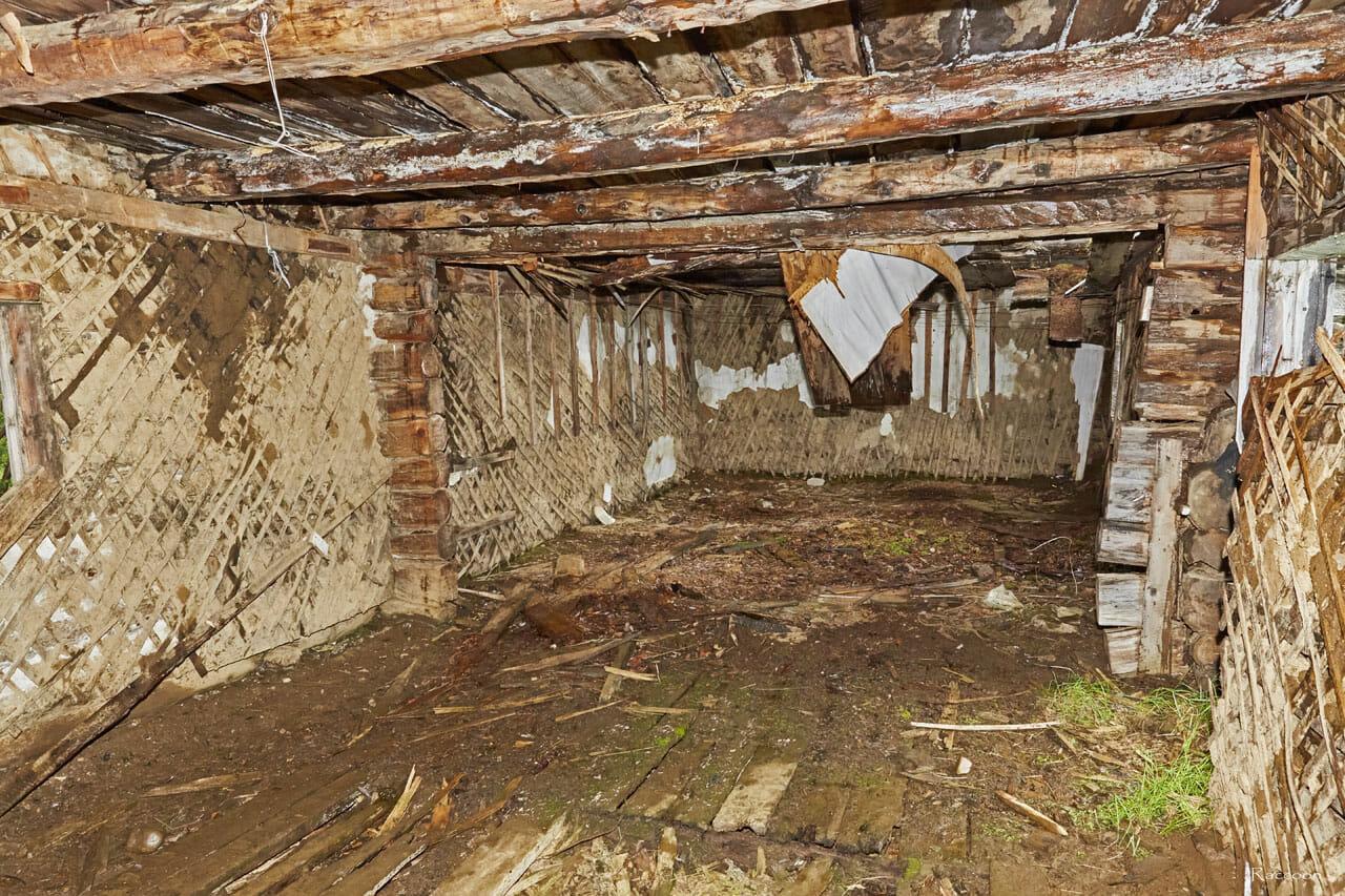 Вид внутри дома. Центральный посёлок. Рудник Урчан.