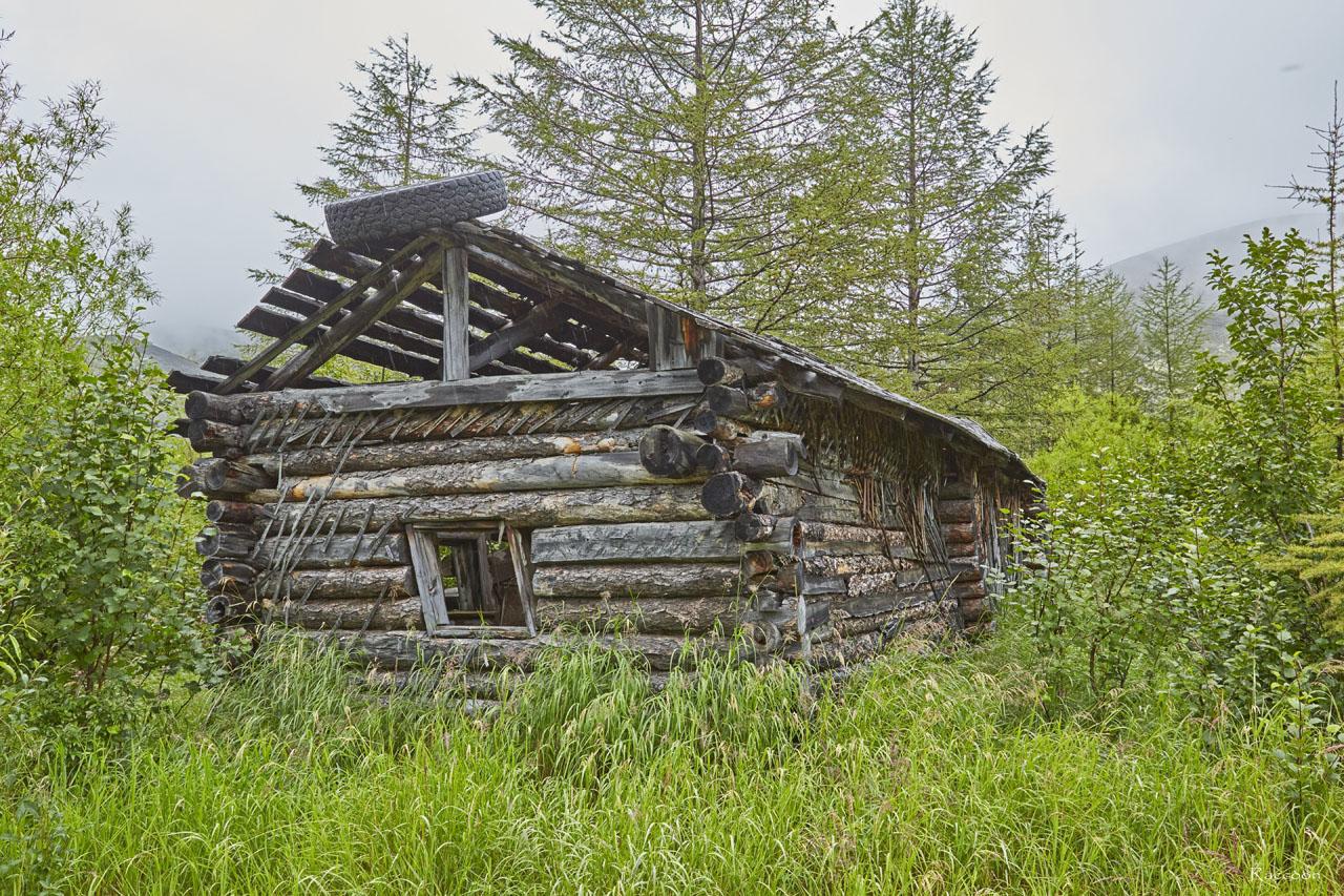 Один из домов в центральном посёлке. Рудник Урчан.