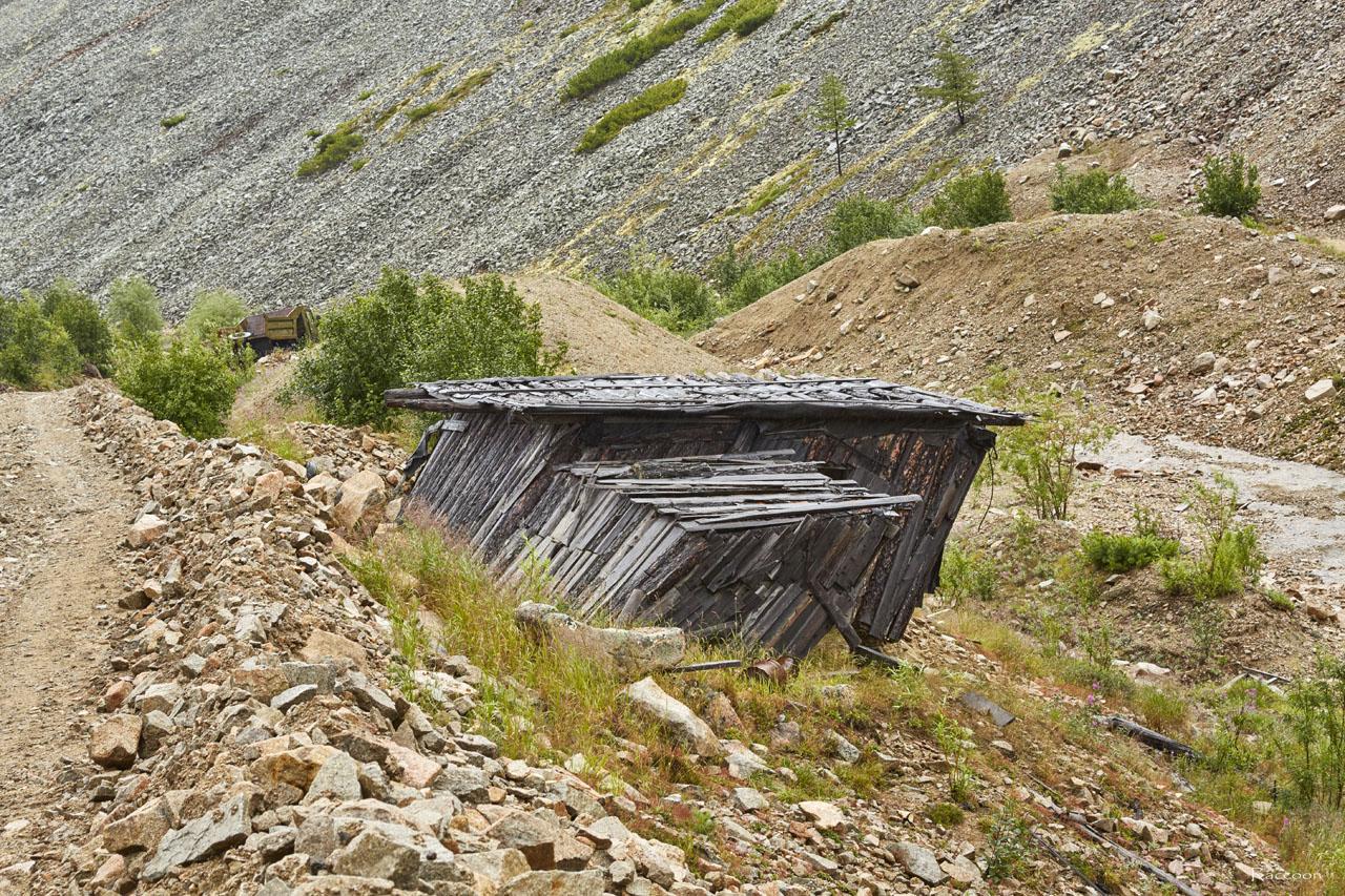 Одно из строений на горном участке «Эдванс». Рудник Урчан.