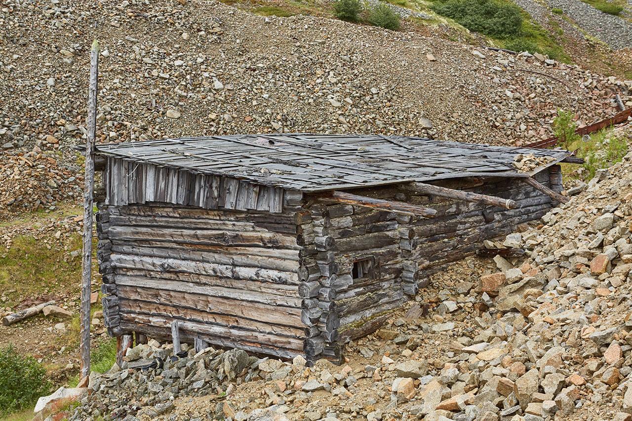 Одно из строений времён Дальстроя. Горный участок «Эдванс». Рудник Урчан.