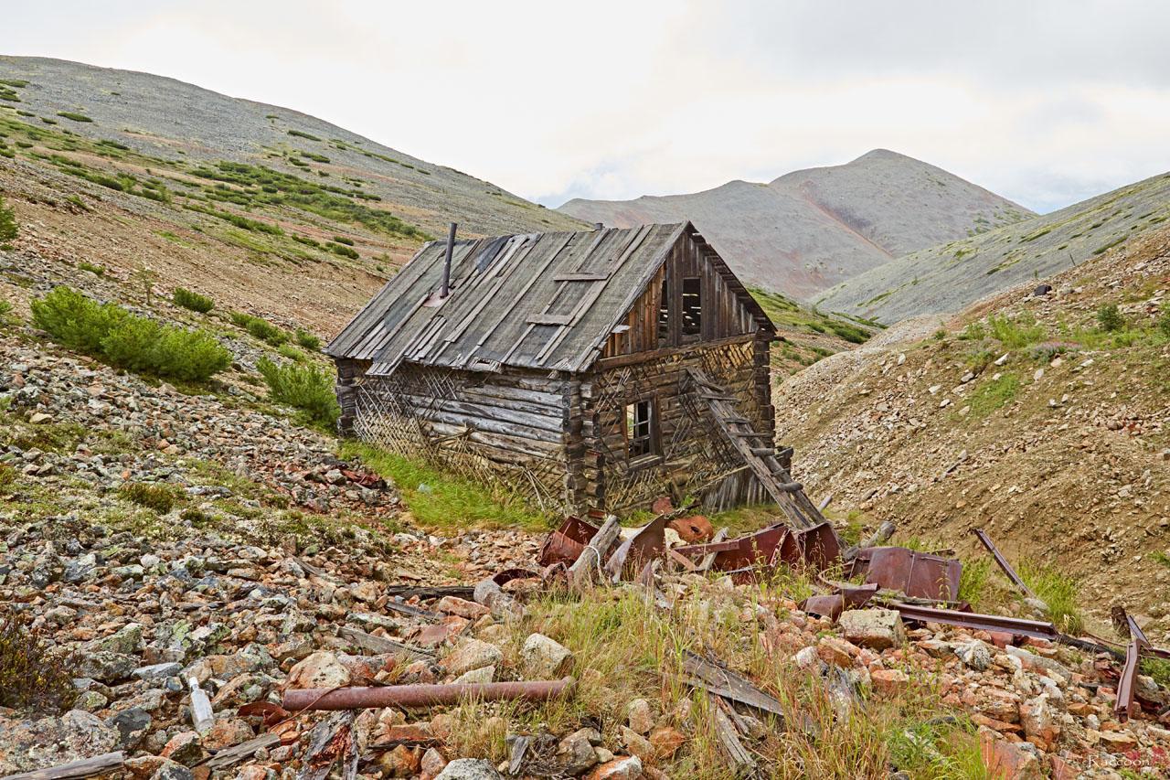 Здание у шахты в верховьях ручья Эдванс.