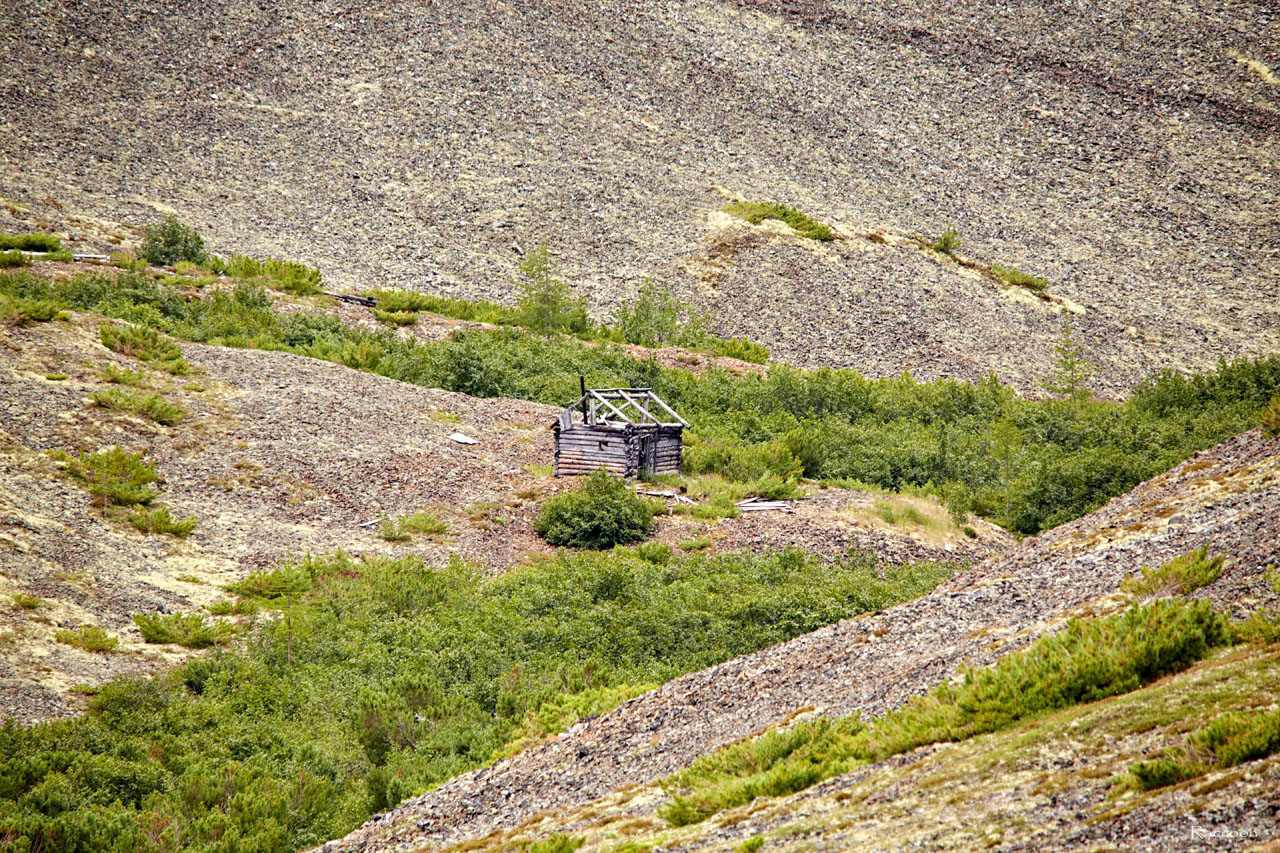 Дом в распадке у горных разработок. 2018 год.