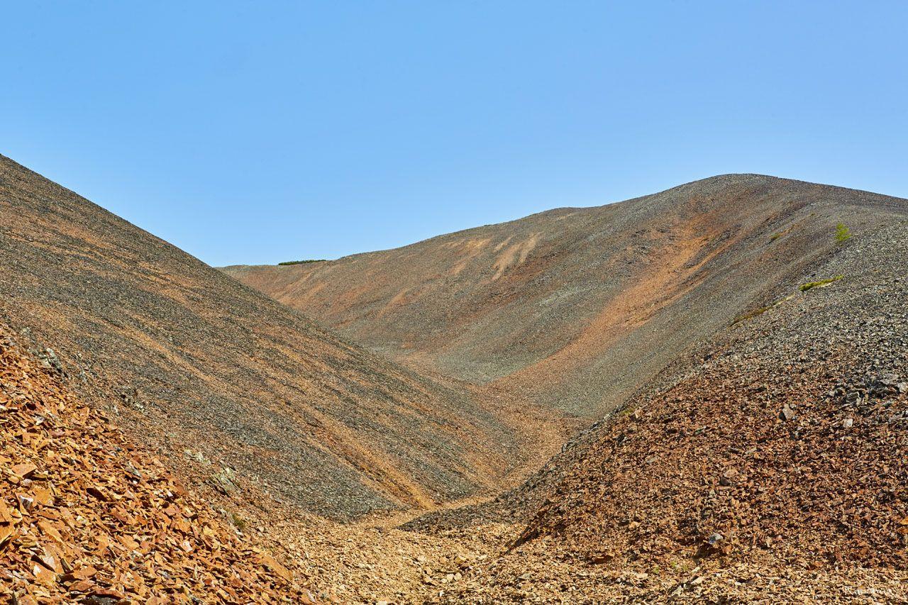 Марсианские пейзажи. Распадок ручья Бедного. Урчан. 2019 год.