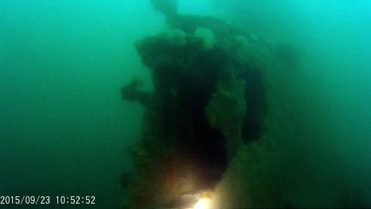 ПЛ 613 проекта у нефтепирса. Нижняя часть рубки.