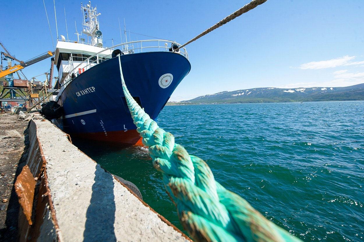 Судно Тихоокеанской рыбопромышленной компании СРТМ «Си Хантер».