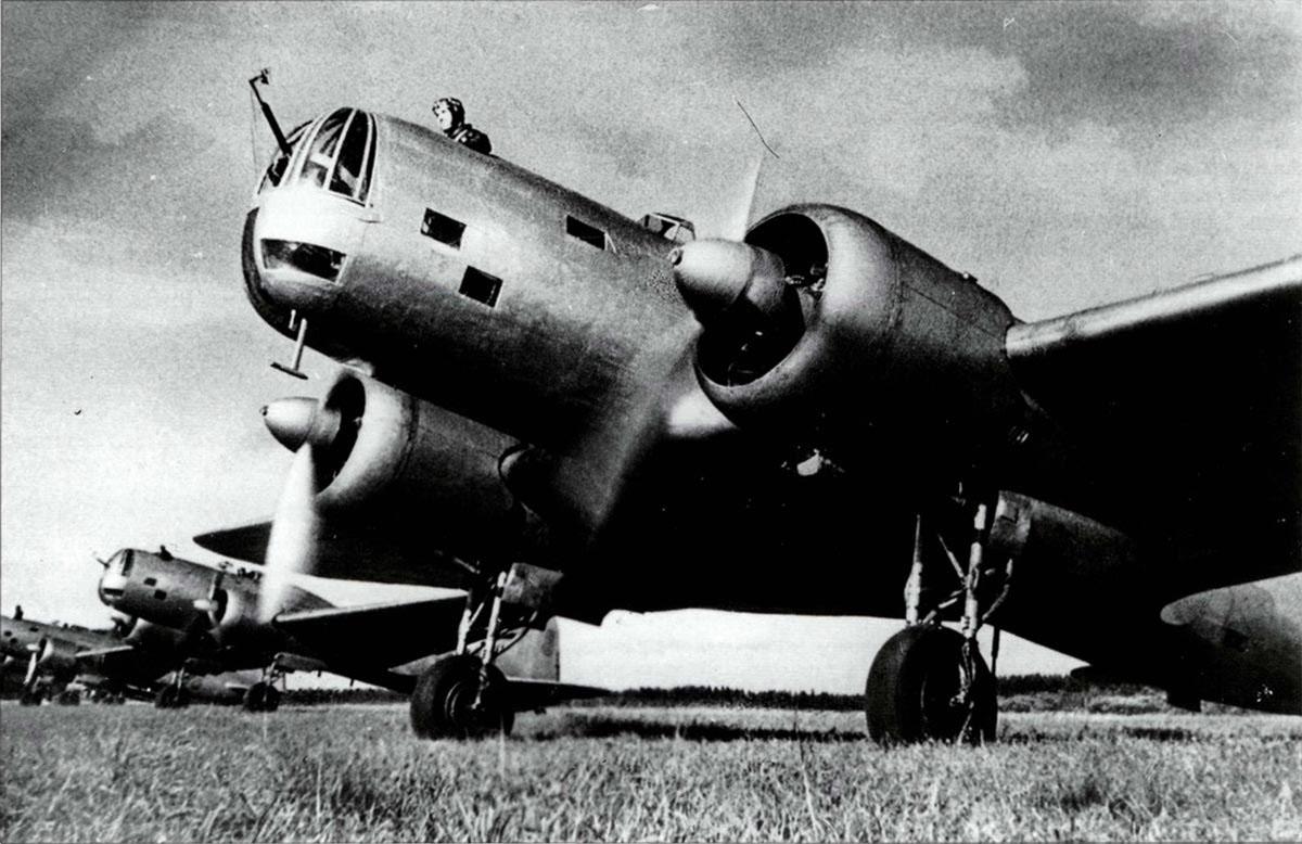 Советский дальний бомбардировщик ДБ-3М.