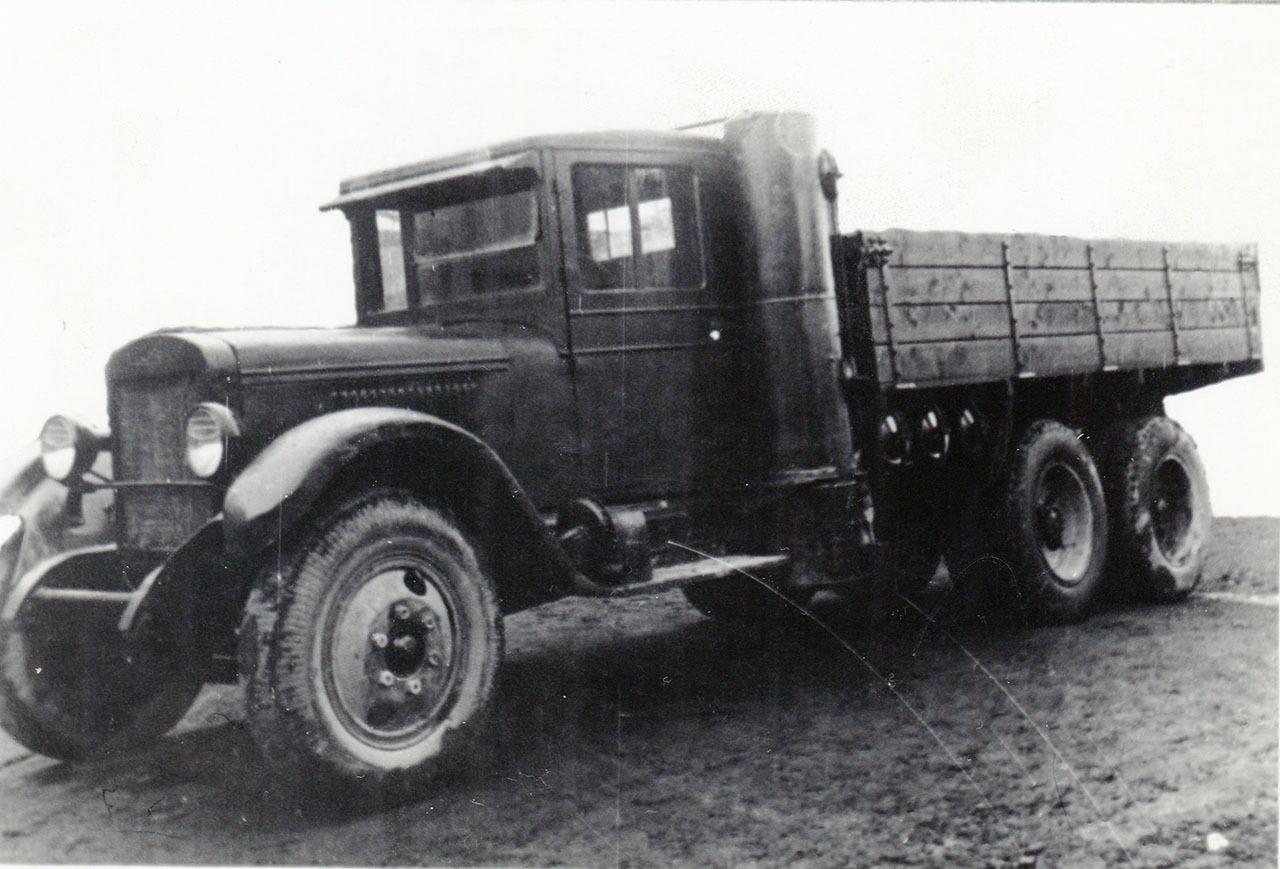Автомобиль ЗИС-6, переоборудованный в газогенераторный. Спорное, 1944 год