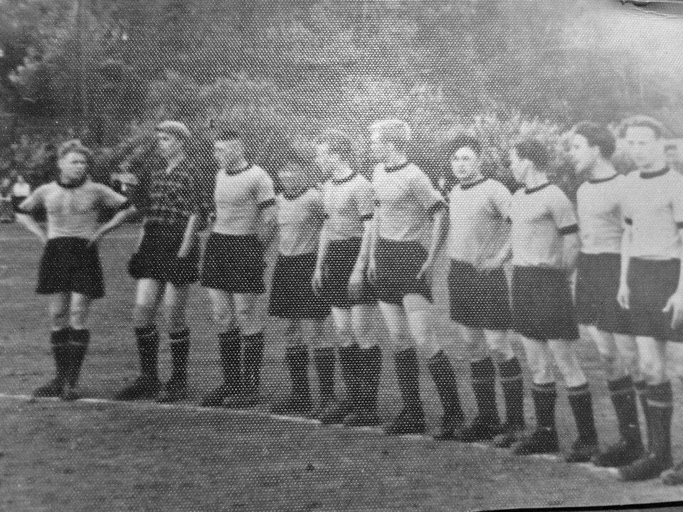 Футболисты Штурмового.