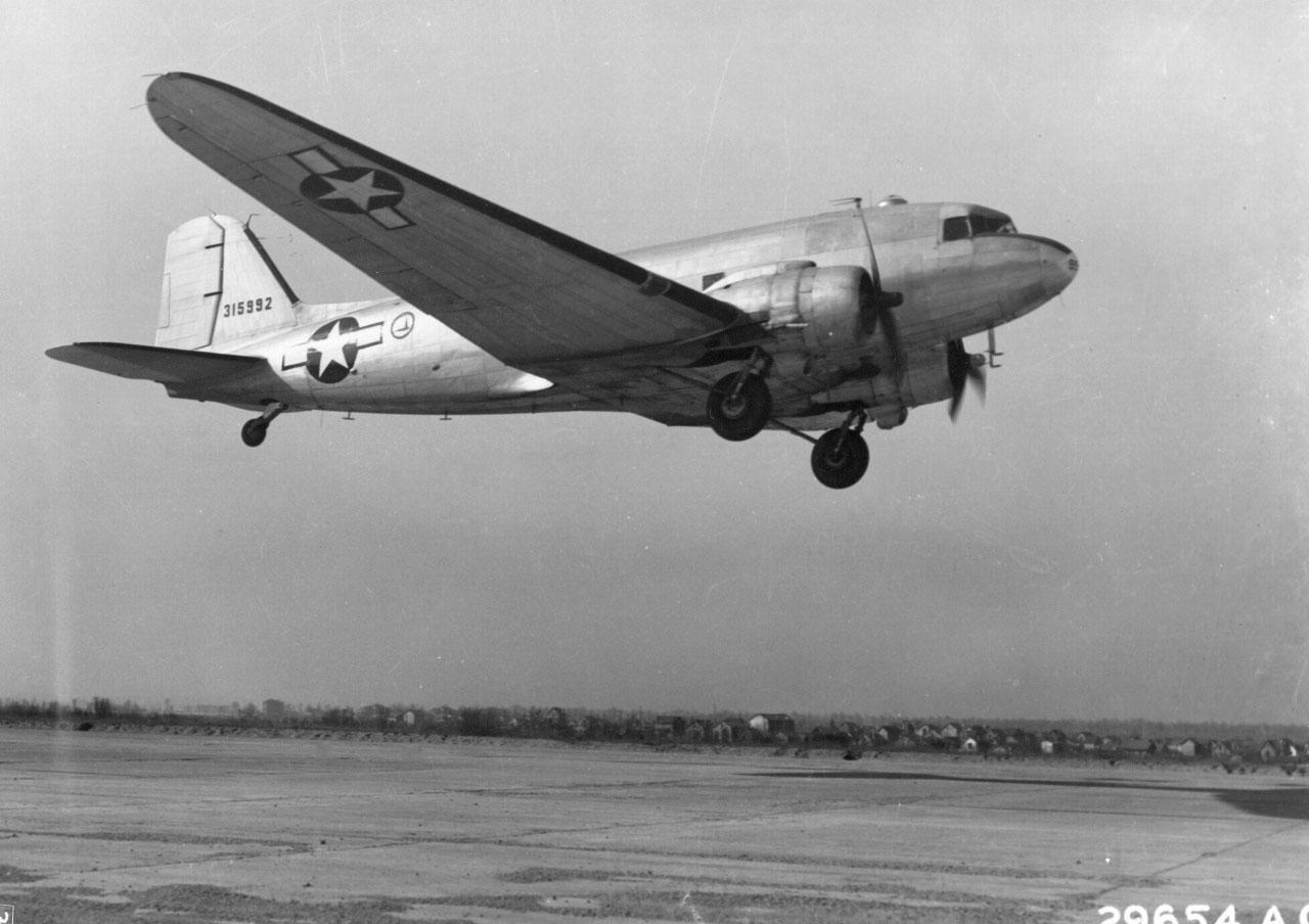 Дуглас C-47 «Скайтрэйн» или «Дакота»
