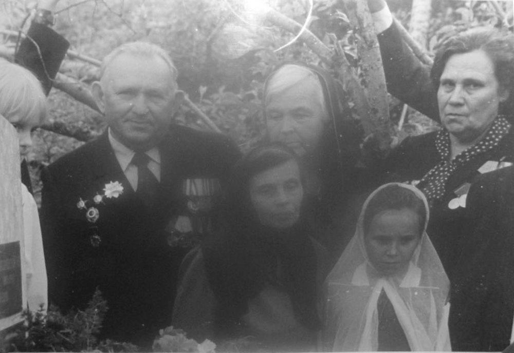 На фото С.А. Новгородская и Василий Маркович Суматохин ветеран войны, тоже похоронен в Марково.