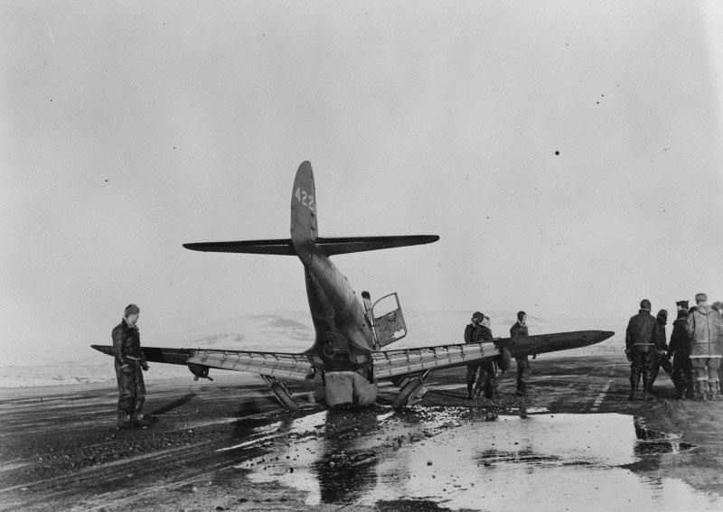 Американский истребитель Р-39, разбившийся на аэродроме Ноум на Аляске.