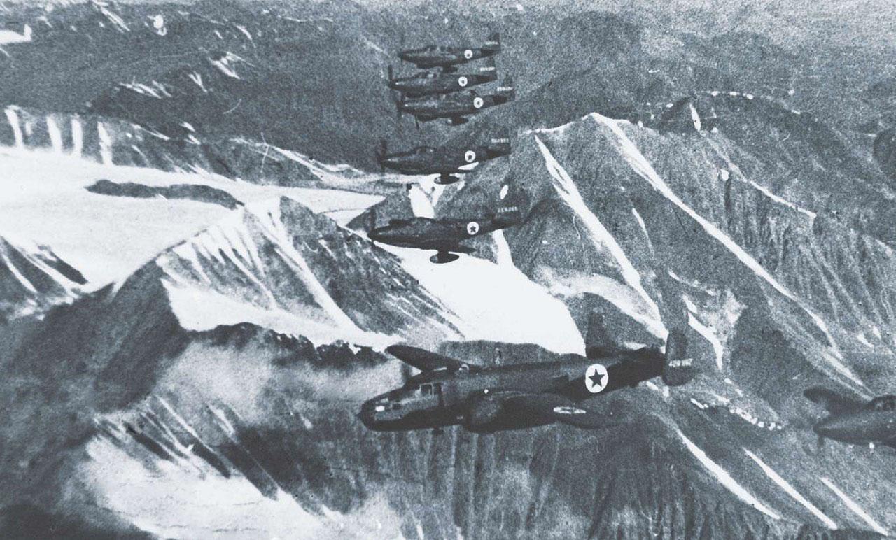 группа Р-63 с лидером-бомбандировщиком В-25 над Верхоянским хребтом