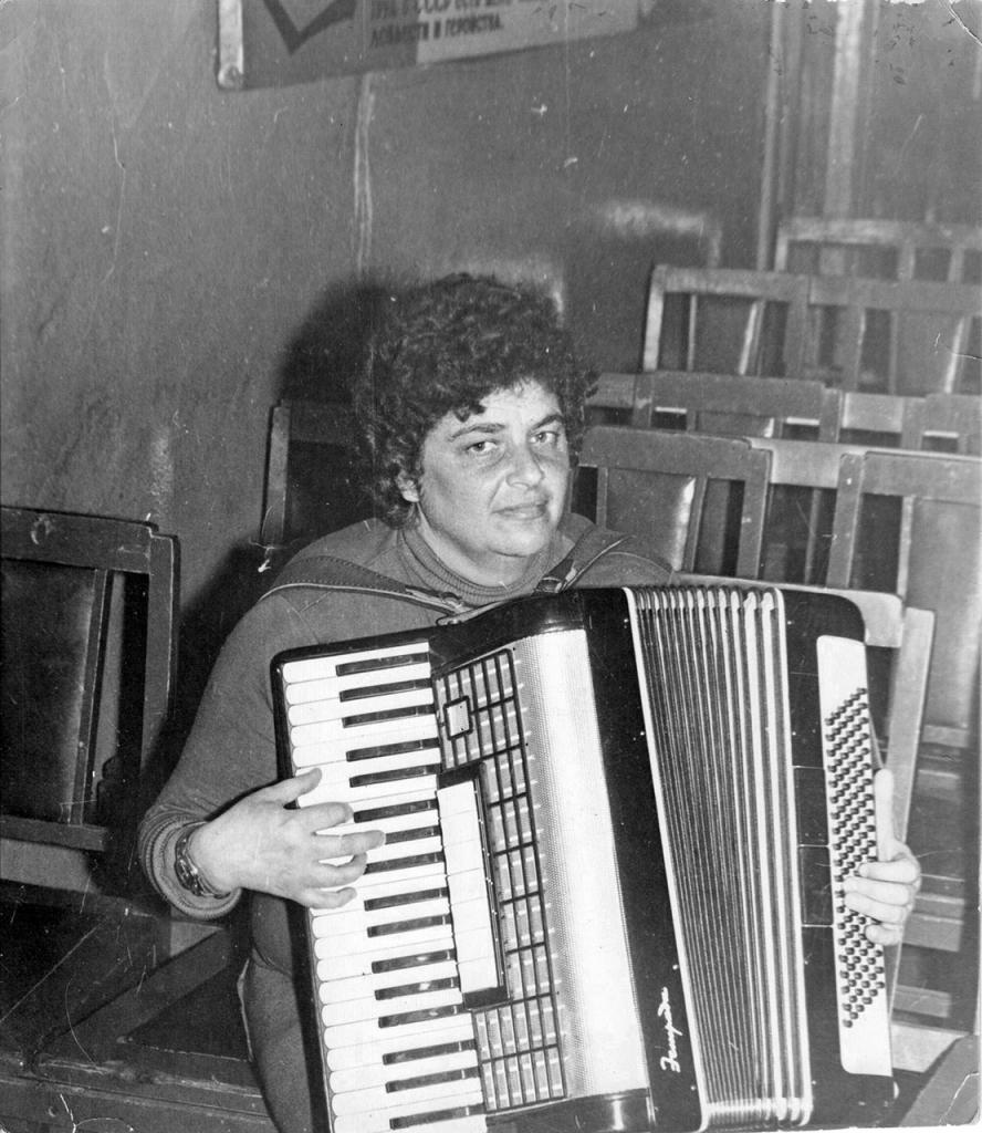 Наталья Хаютина. 1975 год. Айон, Чукотка.
