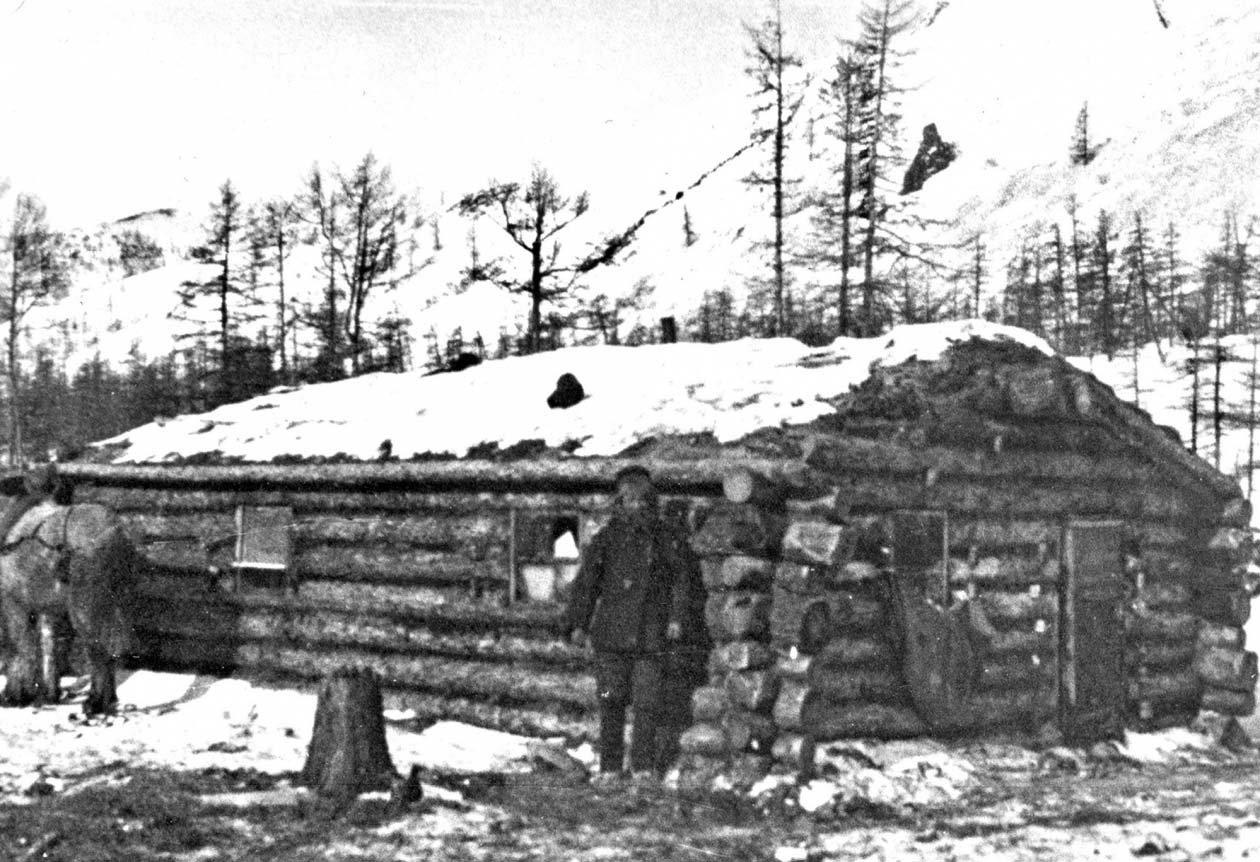 Зимовье на Эликчане. Фото из архива Ивана Паникарова.