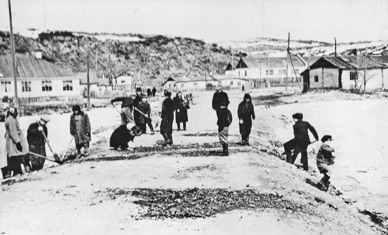 Субботник в Хасыне. 1959 год.