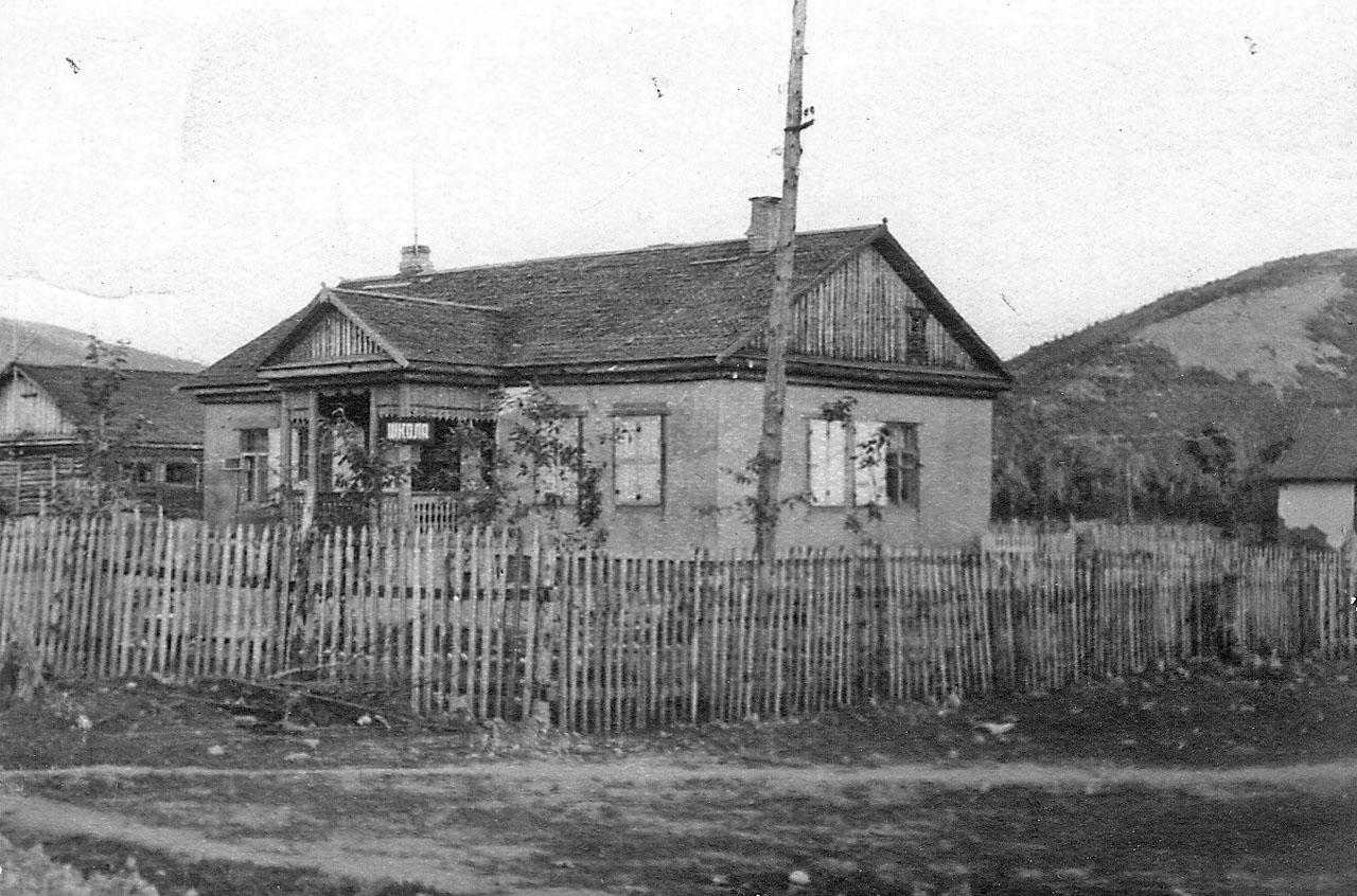 Хасын. Начальная (4-х летняя) школа, третья по счёту. 1956 год.