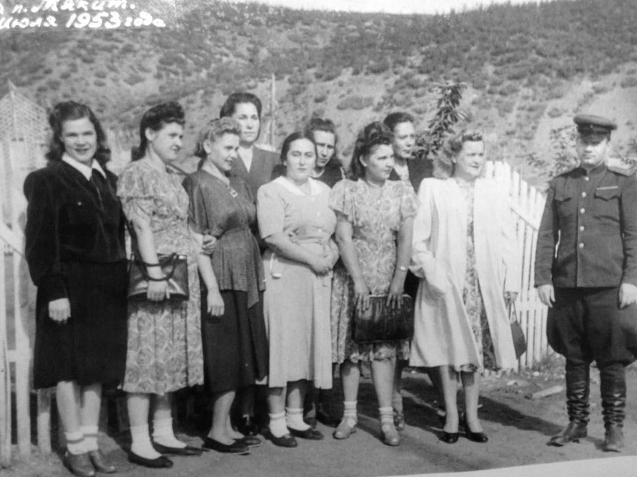 Жители посёлка Мякит. 1953 год.
