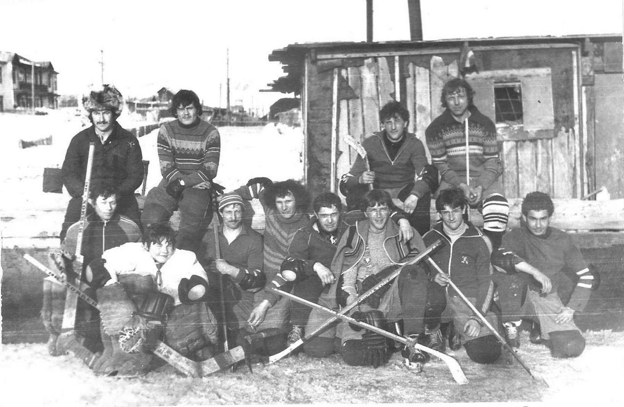 Посёлок Мякит. Команда по хоккею.