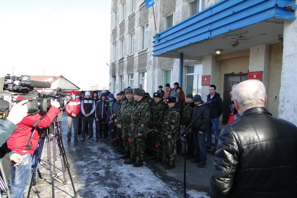 Сотрудники ОМОН и курсанты ДОСААФ.