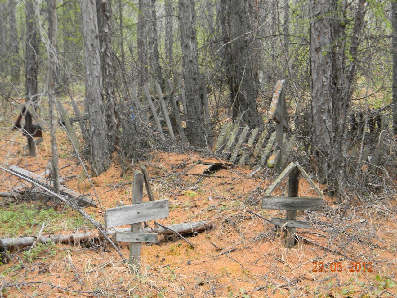 Детское кладбище в запустении