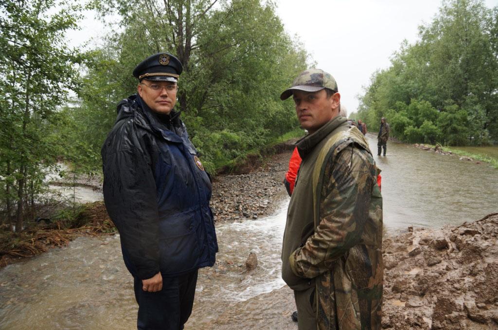 Л. Муха и Р. Марзоев - дорога на Клепку.