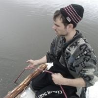Бабиков Денис на страховке водолаза.