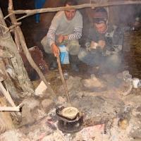 Бабиков Денис и Дорохов Леонид обжигают местную глину.