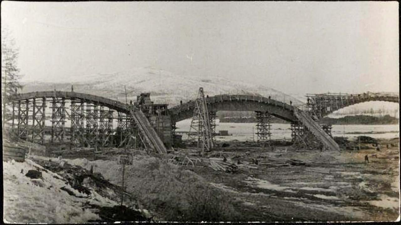 Строительство моста через реку Колыму. 6 мая 1937 года.