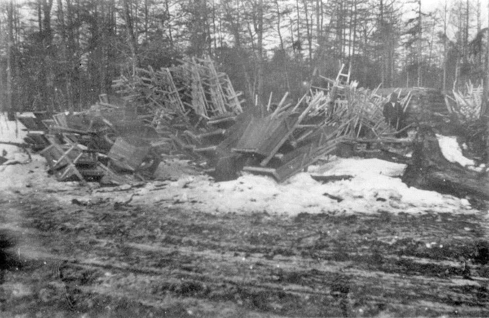 Изготовление тачек для дорожного строительства, 74-й км Колымской трассы, 1932 год.