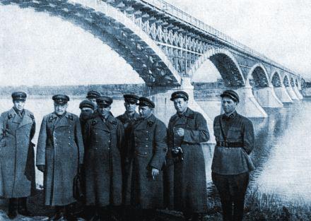 Вот так выглядел первый мост-красавец через своенравную Колыму..