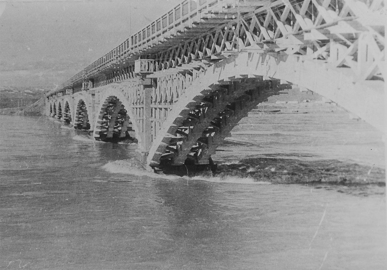 Мост через Колыму. Паводок. 14.06.1951 года.