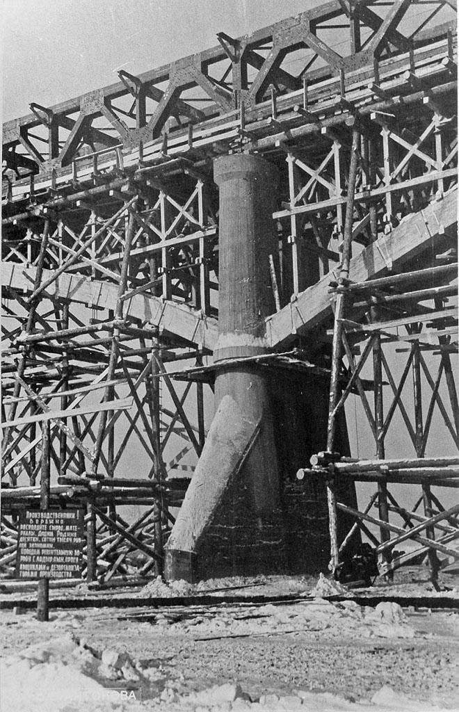 Бетонная опора моста. Бык.