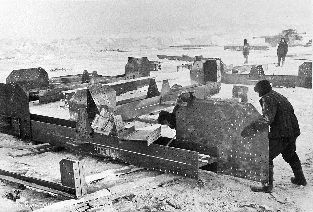 Сборка узлов конструкций на льду. 1953 год