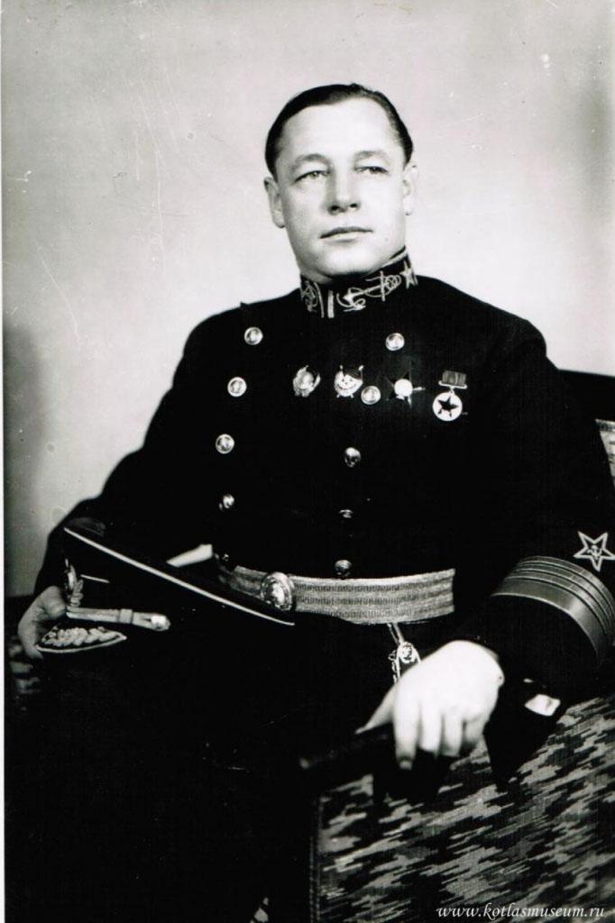 Кузнецов Николай Герасимович возглавлял советский ВМФ, как Народный комиссар Военно-морского флота, с 1939 по 1946 гг.