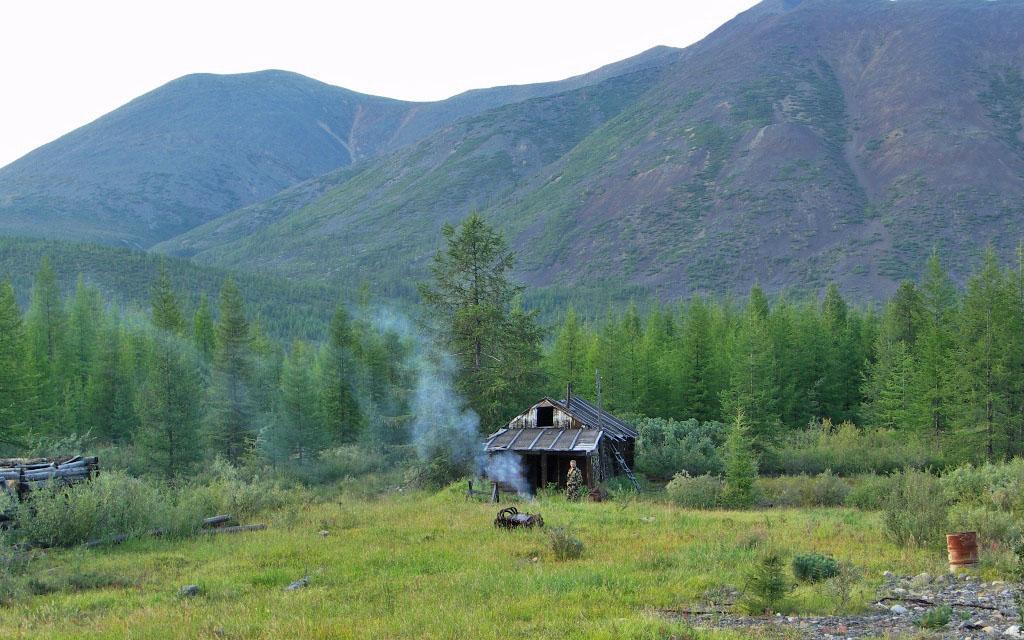 Наш лагерь в посёлке Карбюляхский. Из архива Андрея Лисицкого.
