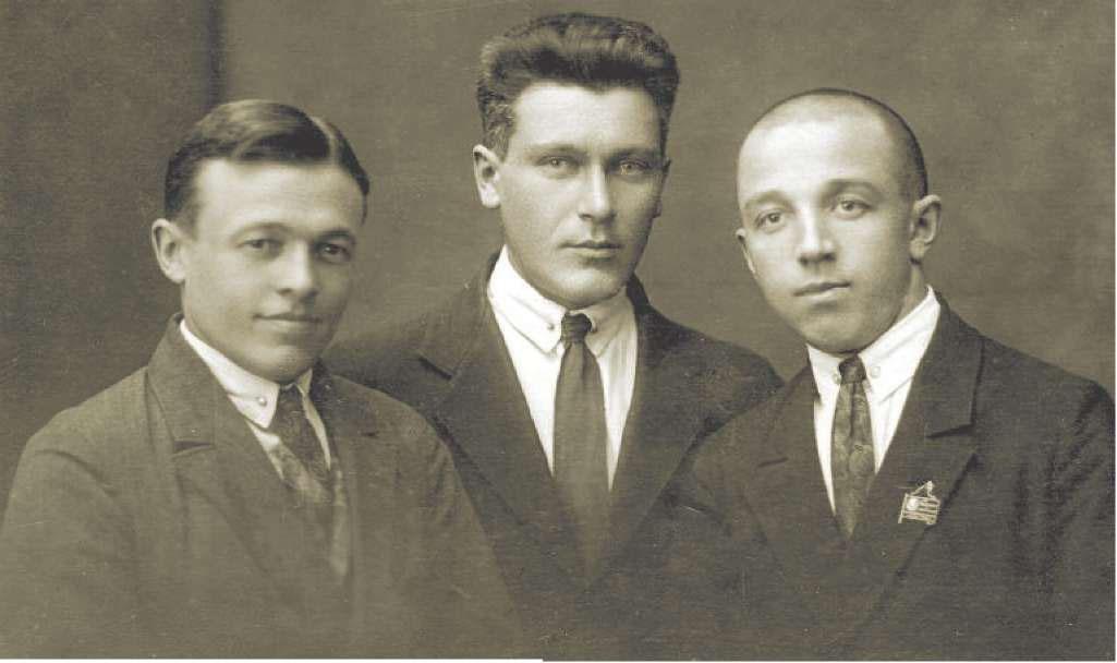 И.И. Лукин (справа) перед приездом на Колыму, Москва 1933 год.
