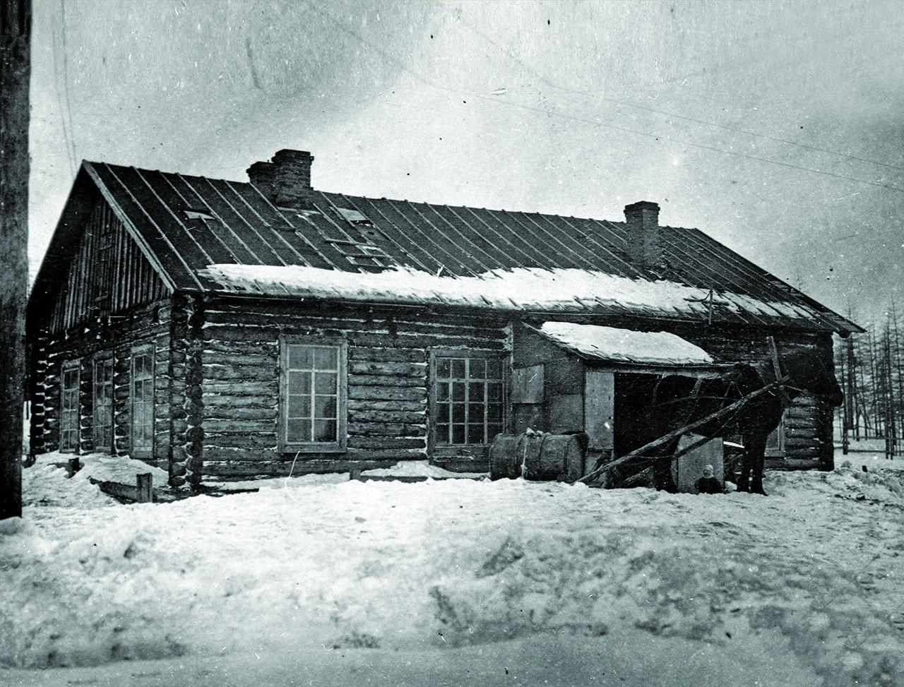 Восточно-Эвенская (Нагаевская) культбаза. Первые сборные дома. 1929-1930 годы.