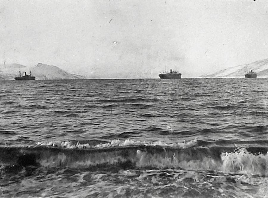Вид на бухту Нагаева. Начало 30-х годов ХХ-го века.