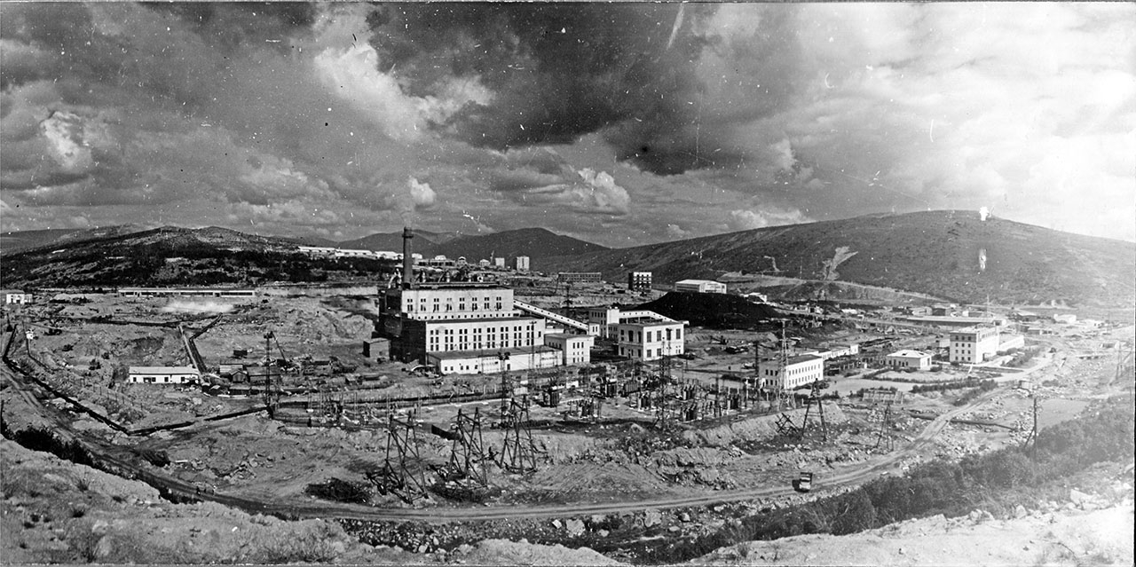 Магаданская ТЭЦ. На заднем плане микрорайон Пионерный. 1972 год.