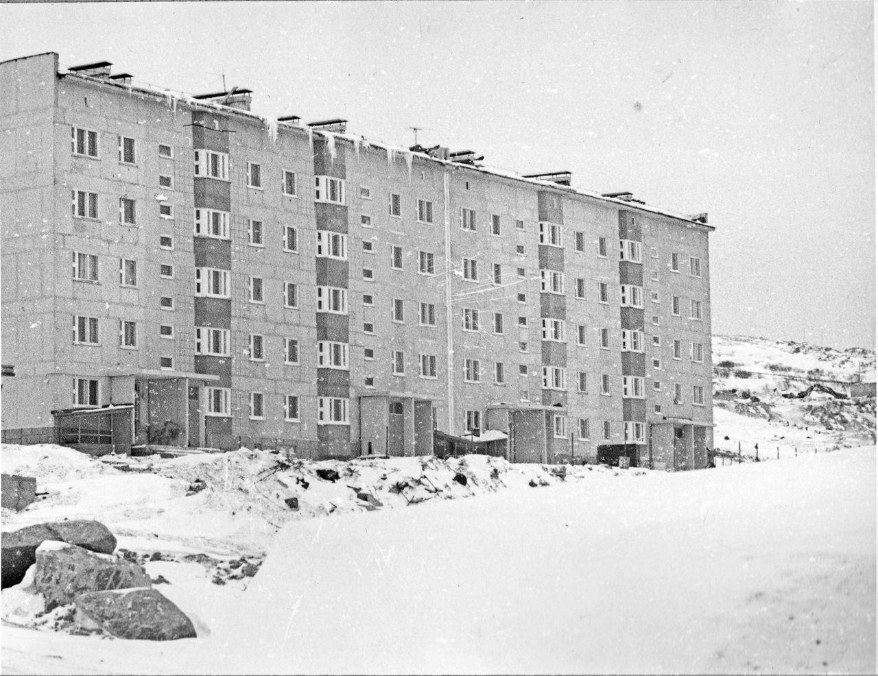 Новые жилые дома. Посёлок Пионерный. 1980 год.