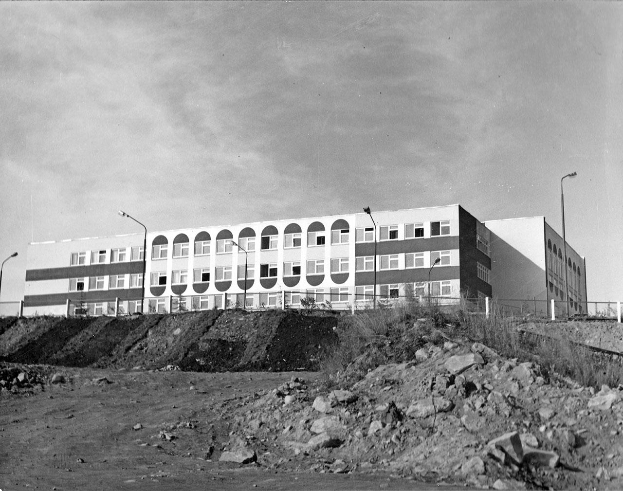 Школа. Посёлок Пионерный. 1985 год.