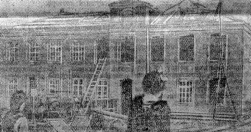 На строительстве школы № 2. Газета «Советская Колыма» от 12 августа 1951 года. Из архива Б. Пищейко.