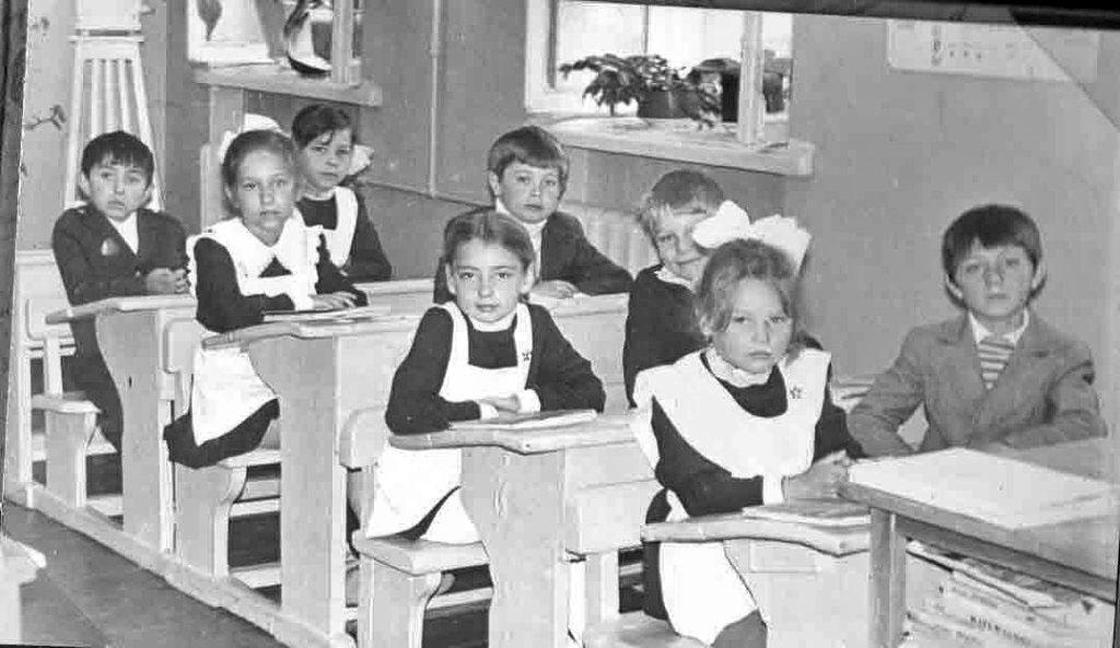 Посёлок Старая Весёлая. На уроке в начальной школе №10.