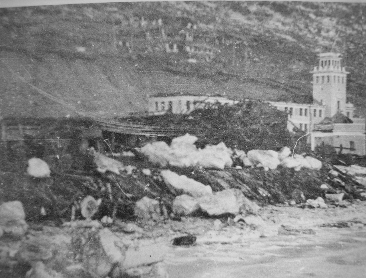 Последствия взрывов пароходов взрывов пароходов «Генерал Ватутин» и «Выборг» на рейде бухты Нагаева для морпорта в 1947 году.