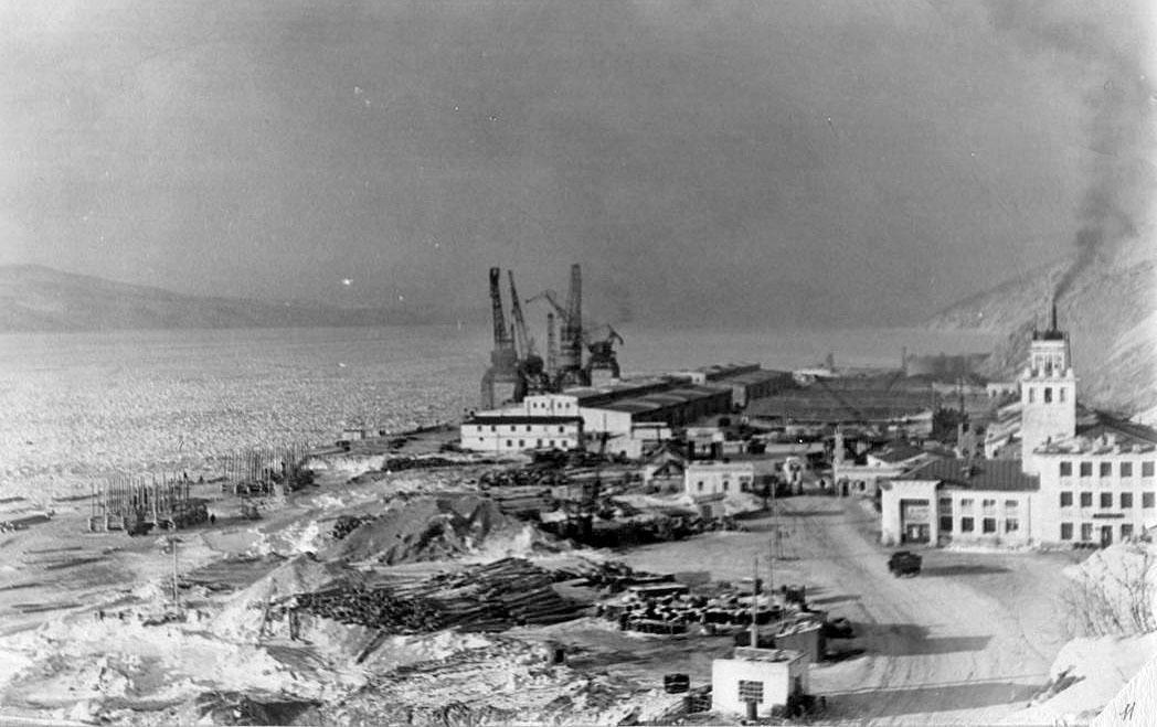 Общий вид порта Нагаево. Февраль 1959 года.